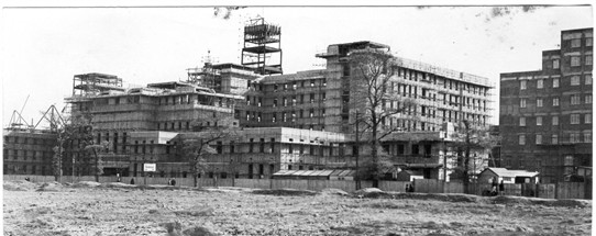 Photo:St. Helier Hospital being built